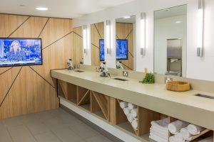Interior Waterfront Place Bathroom