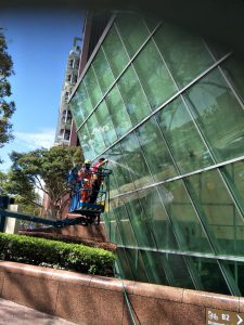 Exterior-Commercial-Window-Cleaning-3